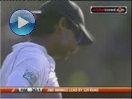 Sanga's missed stumping chance off Malik at 91: 3rd Test, Day 3 (SSC)