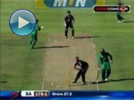 Sparkling AB century levels series: 3rd ODI (Cape Town)