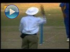 Murali spins Aussies out of ICC Champions Trophy (2002)
